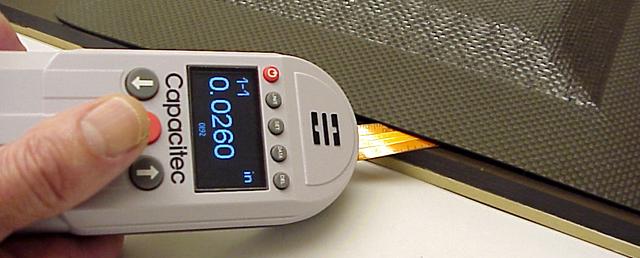 Capacitecの非接触隙間測定器ギャップマスターは非接触でダイやロール間のギャップ隙間を測定可能です