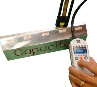 非接触隙間測定「ギャップマスター」Capacitecの非接触隙間測定器ギャップマスターは非接触でダイやロール間のギャップ隙間を測定可能です